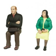 Bachmann Scenecraft 16-704 Sitting Man and Woman 16mm Scale Figures