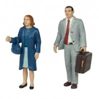 Bachmann Scenecraft 16-705 Standing Man and Woman 16mm Scale Figures