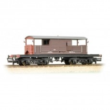 33-827C 25 ton Queen Mary brake van SR brown small lettering